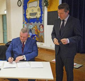 Vorstandsvorsitzender Fittkau mit dem Deutschen Botschafter
