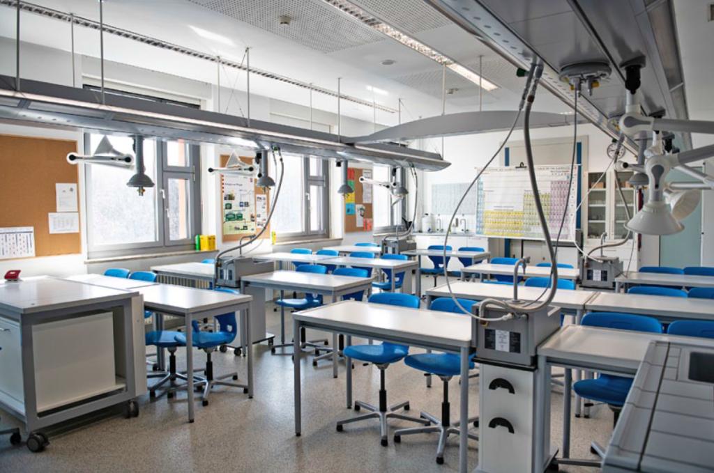 Die Deutsche Schule Moskau stellt Lehrkräfte für Naturwissenschaften ein.